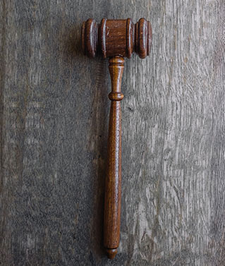an image of a judges gavel to represent our court research, retrievals and filings